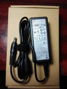 Jual charger, adaptor laptop samsung 19V 2.1A central pin Yogyakarta