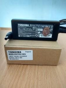 Jual charger adaptor laptop toshiba 19V 1.58A original Yogyakarta
